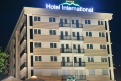 Hotel-International-Night